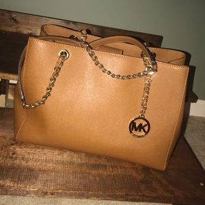 MICHAEL KORS purse.